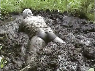 Amateur (Gay);Crossdresser (Gay);Handjob (Gay);Masturbation (Gay);Outdoor (Gay) mud dress 30