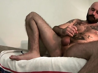 Amateur,Masturbation,Solo,Bears,hairy,beard,gay hairy Bear stroking