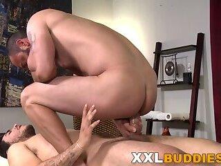 Anal,Cumshot,Masturbation,Big Cock,Massage,gay Gay masseur rides...