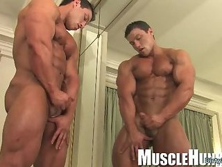 Masturbation,Solo,Body Builders,muscle,gay Muscle...