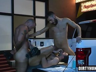 Anal,Hunks,Threesome,bear,facial,group sex,fuck,muscle,gay Muscle bear...