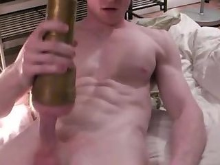 Amateur,Masturbation,Solo,gay Fit lad uses a...