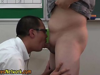 gay Tugged asian...