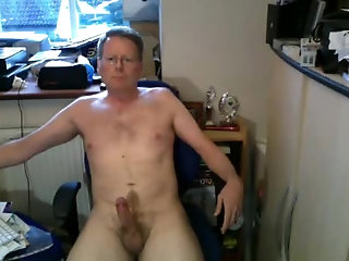 Amateur,Masturbation,Solo,Mature,gay Daddy Likes to Show