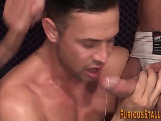 Anal,Cumshot,Big Cock,Body Builders,Hunks,Blowjob,gay Muscly hunk gets...