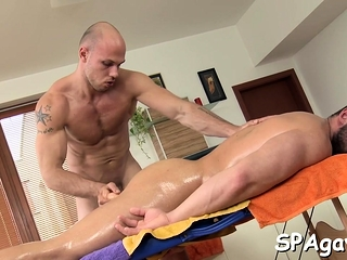 Gays (Gay),Handjob (Gay),Hunks (Gay),Massage (Gay) Twink is giving a...