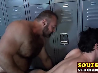 Anal,Hunks,Rimming,Threesome,Blowjob,Bareback,bear,hardcore,hunk,big dick,doggystyle,southernstroking,gay,Jackson Fillmore,Brad Kalvo Sexy brunette...