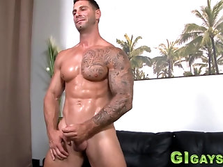 Amateur,Solo,Hunks,Tattoo,muscle,gay Inked soldier...