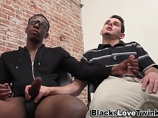 Cumshot,Amateur,Ebony,Handjob,Interracial,gay Gay guy jerks...