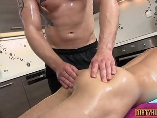 Handjob,Massage,oiled,muscle,daddy,gay Muscle daddy anal...