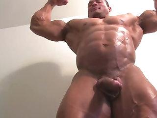 Amateur,Masturbation,Solo,Body Builders,muscled,gay Huge bodybuilder...