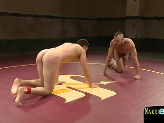 Body Builders,Blowjob,wrestling,show,gay Wrestling duo pin...