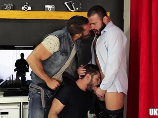 Blowjob (Gay),Gays (Gay),Group Sex (Gay),Hunks (Gay) Brunette bear...