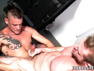Anal,Cumshot,Masturbation,Gloryhole,Blowjob,Bareback,muscle,couple,gay Dude blows...