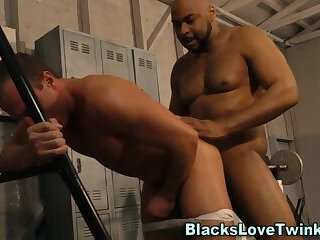 Anal,Cumshot,Amateur,Ebony,Interracial,gym,hung,gay Black dude slams...